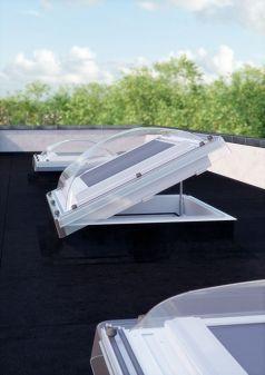 Fakro buitenzonwering in Fakro lichtkoepel AMZ/C 80x80 cm.