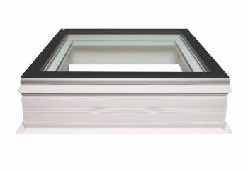 Vlakke lichtkoepel 70x70 cm met pvc opstand en gehard glas