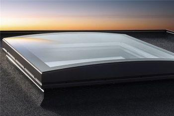 Velux gebogen glas koepel met hoge isolatie waarde en 3 laags HR++ glas dagmaat 100x100 cm.